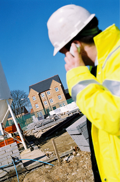 Wireless Technology「Foreman making a phone call on a building site, North Kent regeneration area, England, UK.」:写真・画像(9)[壁紙.com]