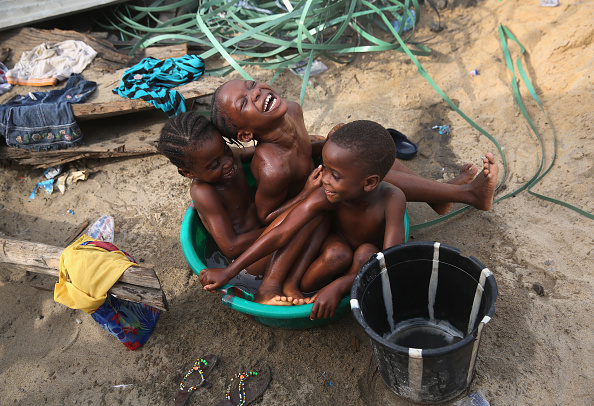 Bucket「Ebola Epidemic Over, Liberia's West Point Slum Struggles On」:写真・画像(18)[壁紙.com]