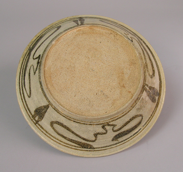 Shallow「Dish made with shallow rounded flared sides from a wide flat foot」:写真・画像(14)[壁紙.com]