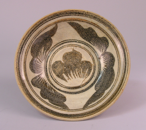 Shallow「Dish made with shallow rounded flared sides from a wide flat foot」:写真・画像(19)[壁紙.com]
