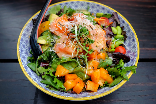 Ketogenic Diet「Healthy salmon avocado salad bowl」:スマホ壁紙(3)
