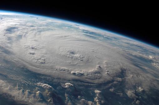Spinning「Hurricane Felix」:スマホ壁紙(13)