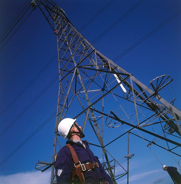 2002「Worker in safety equipment ready to scale electricity pylon.」:写真・画像(5)[壁紙.com]