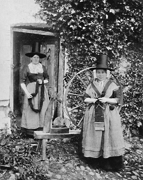 Welsh Culture「Welsh Women With A Spinning Wheel」:写真・画像(1)[壁紙.com]