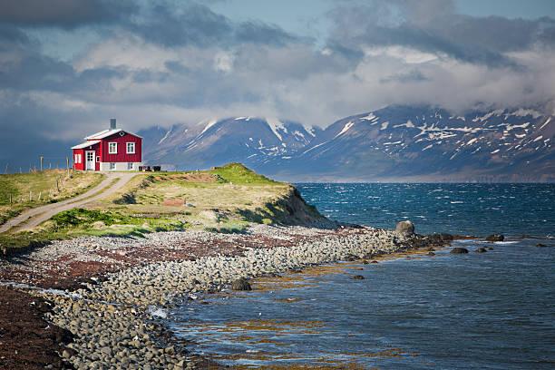 アイスランド北部のフィヨルド:スマホ壁紙(壁紙.com)