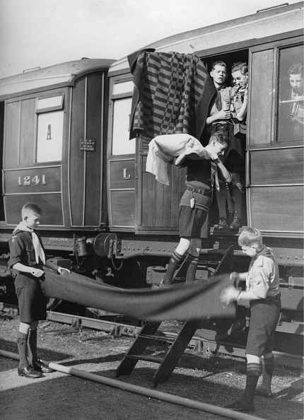 Railroad Car「Scouts At A Train Ride Through England And Scotland」:写真・画像(19)[壁紙.com]