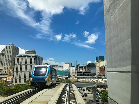 鉄道・列車「Miami Metro Mover」:スマホ壁紙(17)