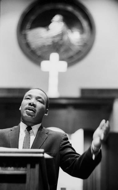 Dr. Martin Luther King Jr. at Ebenezer Baptist Church 1960:ニュース(壁紙.com)