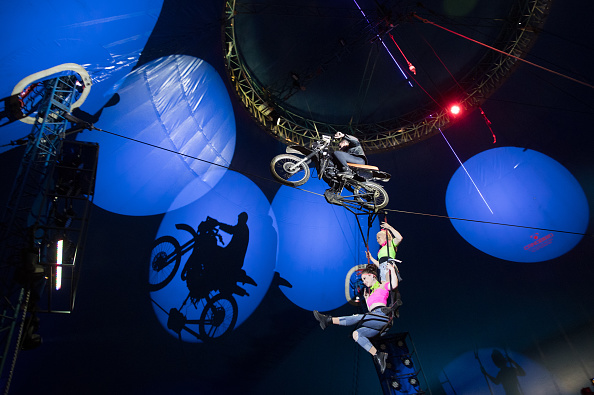 Water's Edge「Performers At Gerry Cottle's Wow Circus In Paignton」:写真・画像(3)[壁紙.com]