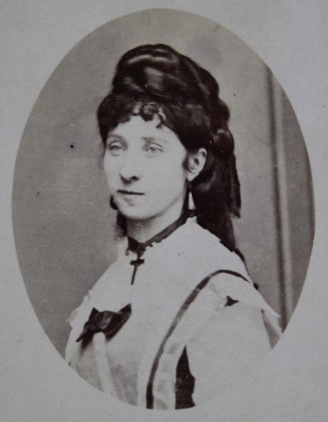 1870-1879「Caroline Of Kalasz. Woman With Cross Around Her Neck. Half Length Portrait. Oval. 1870. Photograph By G. Klösz / Plague.」:写真・画像(15)[壁紙.com]