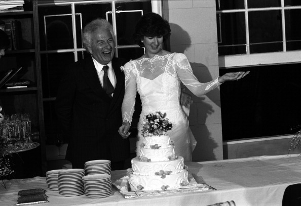 Wedding Reception「Cutting The Cake」:写真・画像(11)[壁紙.com]