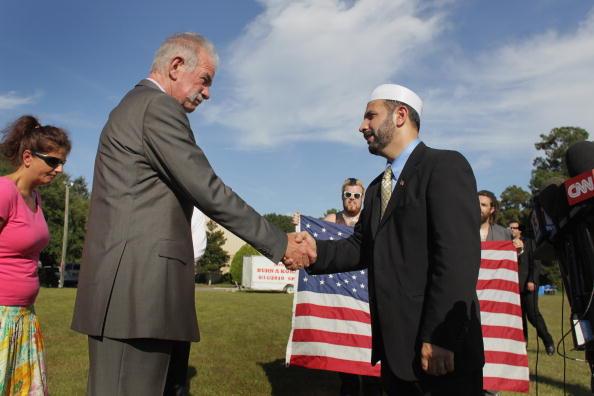 Central Press「Small Florida Church Pastor Calls Off Burning Of Koran On 9/11 Anniversary」:写真・画像(8)[壁紙.com]