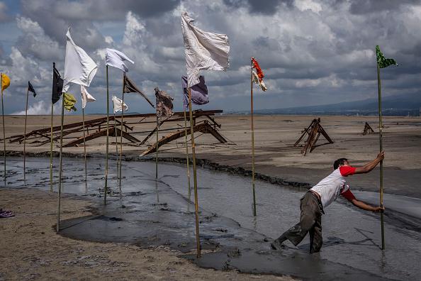 Rag「Villagers Mark 10 Years After The Sidoarjo MudFlow」:写真・画像(19)[壁紙.com]