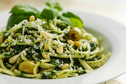 Basil「Tasty Beautiful Pasta Closeup with Spinach, Cheese, Olives, Basil and Nuts.」:スマホ壁紙(16)