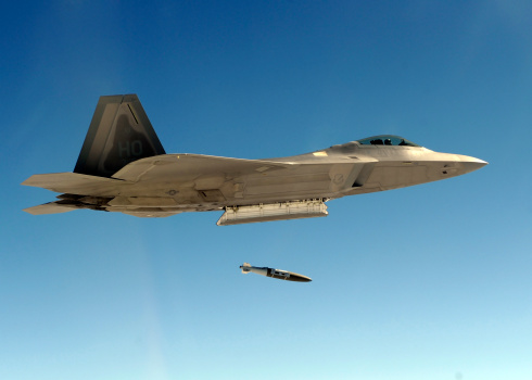 Air Attack「An F-22A Raptor drops a GBU-32 bomb.」:スマホ壁紙(0)