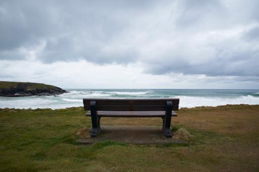 Bench「Wooden bench facing sea on UK coastline.」:スマホ壁紙(4)