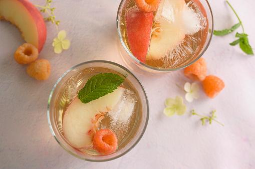 Peach「Peach cocktail with fresh raspberries」:スマホ壁紙(18)