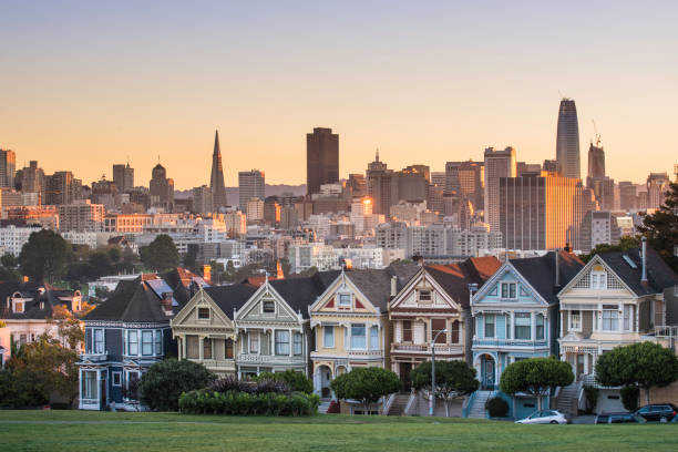 Alamo square and Painted Ladies with San Francisco skyline:スマホ壁紙(壁紙.com)