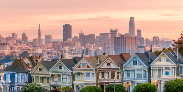 California「Alamo square and Painted Ladies with San Francisco skyline」:スマホ壁紙(2)