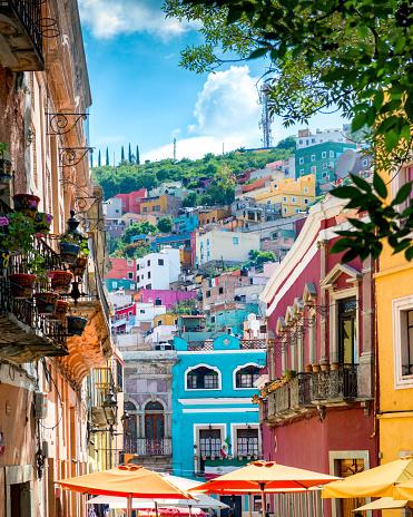 Vertical「Guanajuato colorful Streets Mexico」:スマホ壁紙(14)