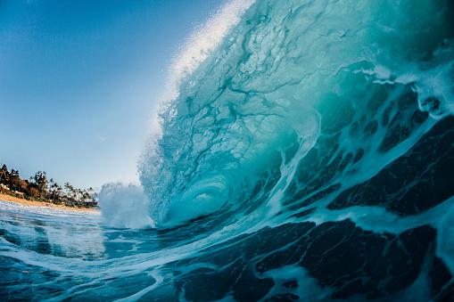 オアフ島「Wave crashing on Keiki Beach, North Shore, Oahu, Hawaii, USA」:スマホ壁紙(2)