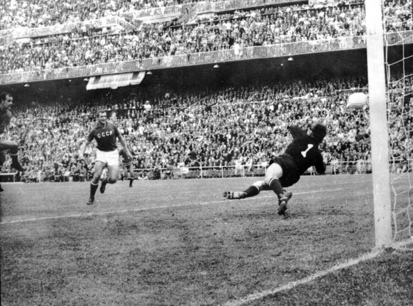 Soccer「Spain v USSR」:写真・画像(16)[壁紙.com]