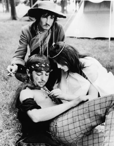 Motion「Hippies Relaxing In Park」:写真・画像(8)[壁紙.com]
