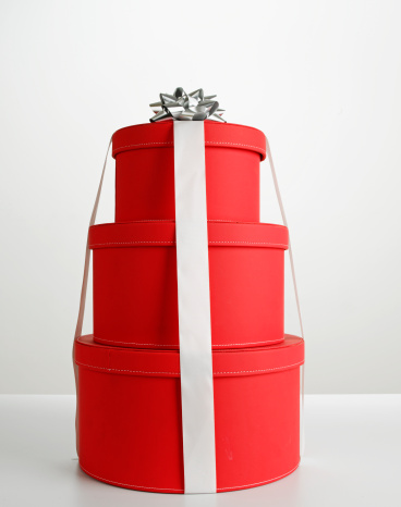 プレゼント「Stack of red round gift boxes with silver bow」:スマホ壁紙(8)