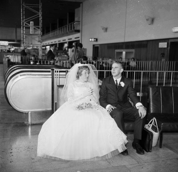 Wedding Dress「Airport Marriage」:写真・画像(0)[壁紙.com]