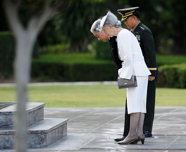 Empress Michiko「Japan's Emperor And Empress State Visit To Philippines」:写真・画像(17)[壁紙.com]