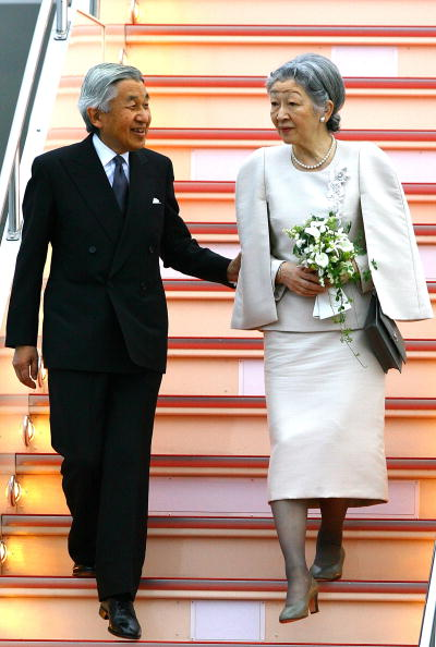 Emperor Of Japan「Emperor Akihito And Empress Michiko Arrive In Tokyo」:写真・画像(13)[壁紙.com]