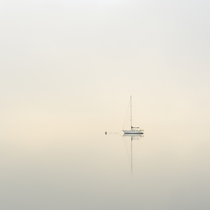 Buoy「Yatch moored on a calm misty lake at dawn」:スマホ壁紙(2)