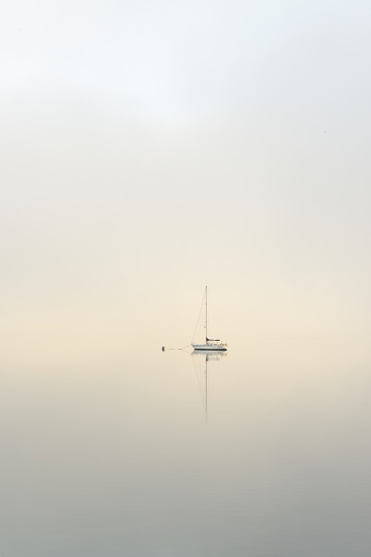 Buoy「Yatch moored on a calm misty loch at dawn」:スマホ壁紙(4)