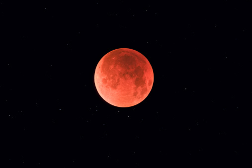月「August 28, 2007 - Total lunar eclipse taken near Calgary, Alberta, Canada.」:スマホ壁紙(2)