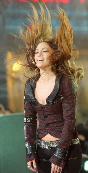 Hair Toss「Jennifer Lopez Performs On The Today Show」:写真・画像(6)[壁紙.com]