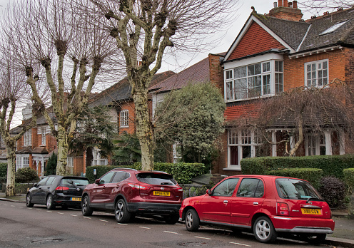 Urban Road「Car sparked in front of  typical houses north of London, UK」:スマホ壁紙(1)