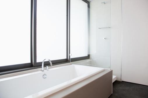 Bathtub「Bathtub in modern bathroom」:スマホ壁紙(13)