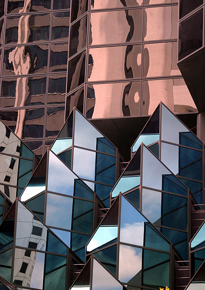 Office Building Exterior「Reflections in office buildings along St Georges Terrace, Perth CBD, Western Australia」:写真・画像(18)[壁紙.com]