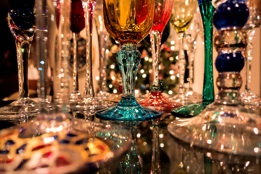 Christmas「Reflections of Christmas tree lights and champagne flutes sparkle on shiny granite counter」:スマホ壁紙(16)