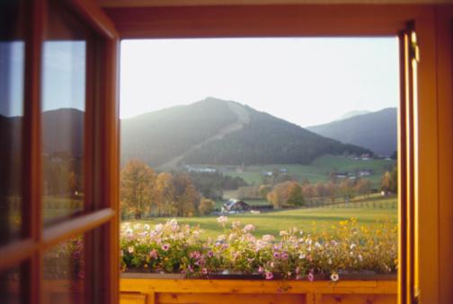 Dachstein Mountains「Fields Through Window」:スマホ壁紙(13)