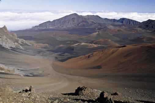 Haleakala Crater「HALEAKALA VOLCANO, SUMMIT. Haleakala National Park, Maui, Hawaii. Haleakala is a shield volcano. The distinctive cinder cones that dot the summit landscape of Haleakala resulted from relatively recent eruptions.」:スマホ壁紙(13)