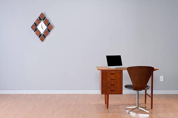 Danish Desk And Laptop In Empty Room.:スマホ壁紙(壁紙.com)