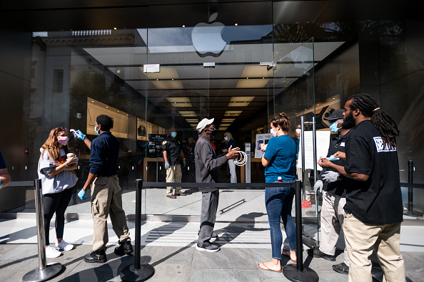 Charleston - South Carolina「Apple Re-Opens Retail Store In Charleston, SC Amid COVID-19 Pandemic」:写真・画像(14)[壁紙.com]