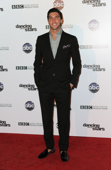 Evan Lysacek「ABC's 'Dancing With The Stars' 200th Episode Red Carpet」:写真・画像(19)[壁紙.com]