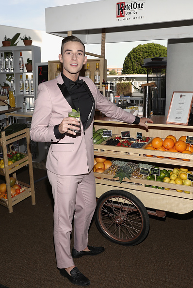 Adam Rippon「Ketel One Family-Made Vodka, a longstanding ally of the LGBTQ community, stands as a proud partner of GLAAD for the 29th Annual GLAAD Media Awards Los Angeles」:写真・画像(12)[壁紙.com]