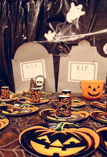 ハロウィン「Laid table for a Halloween party」:スマホ壁紙(11)
