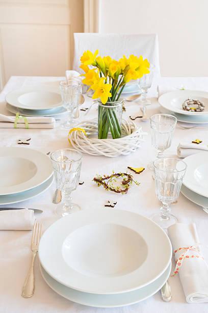 Laid table with daffodils at springtime:スマホ壁紙(壁紙.com)
