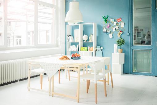 Loft Apartment「Laid table in a modern loft」:スマホ壁紙(7)