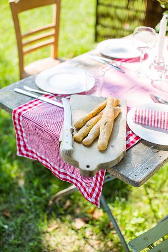 Breadstick「Laid table in garden」:スマホ壁紙(8)