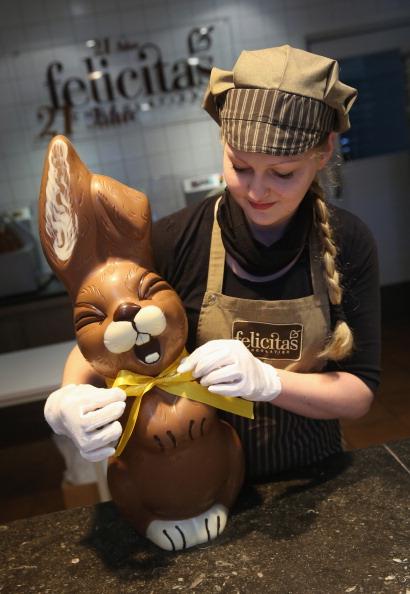 スイーツ「Chocolate Easter Bunny Production At Confiserie Felicitas」:写真・画像(17)[壁紙.com]